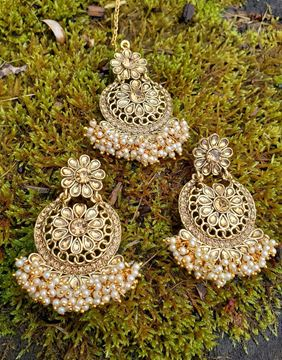 Picture of Golden kundan earrings