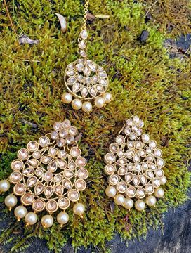 Picture of Golden kundan earring